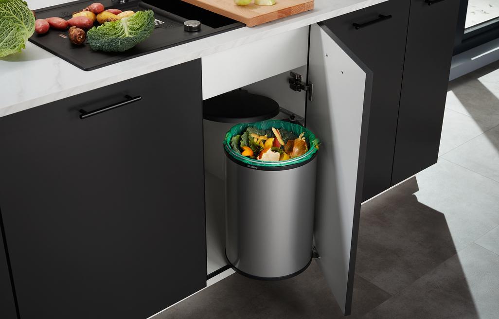 SINGOLO_wastesystem - Bekwame afvalverzamelaar aan de kastdeur