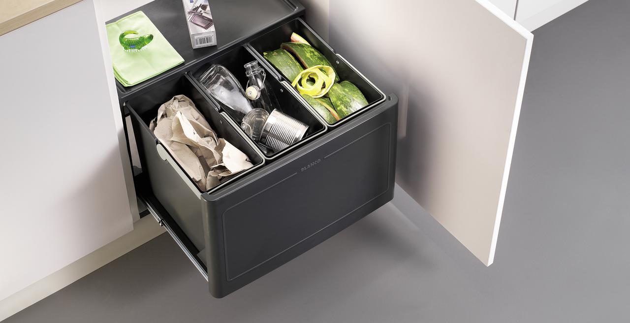 BOTTON_wastesystem - un système de tri des déchets idéal pour des sous-meubles à portes battantes