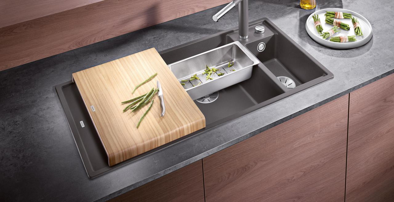 AXIA_III - Ergonomic sink with clever accessories