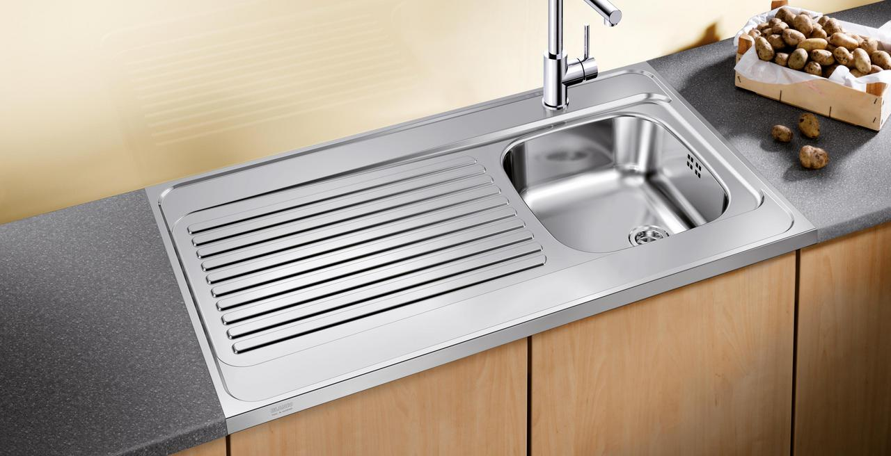 Lay-on - Practical sinks at an attractive price.