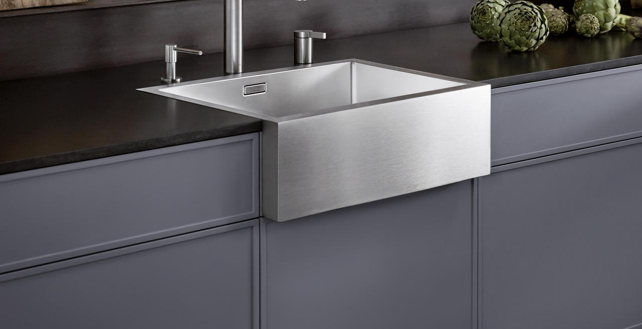 CRONOS - The farmhouse-style sink makes a modern comeback