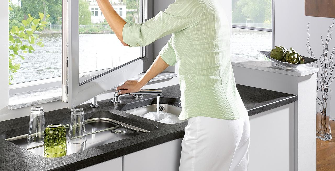 PERISCOPE - The modern mixer tap for window-facing installation
