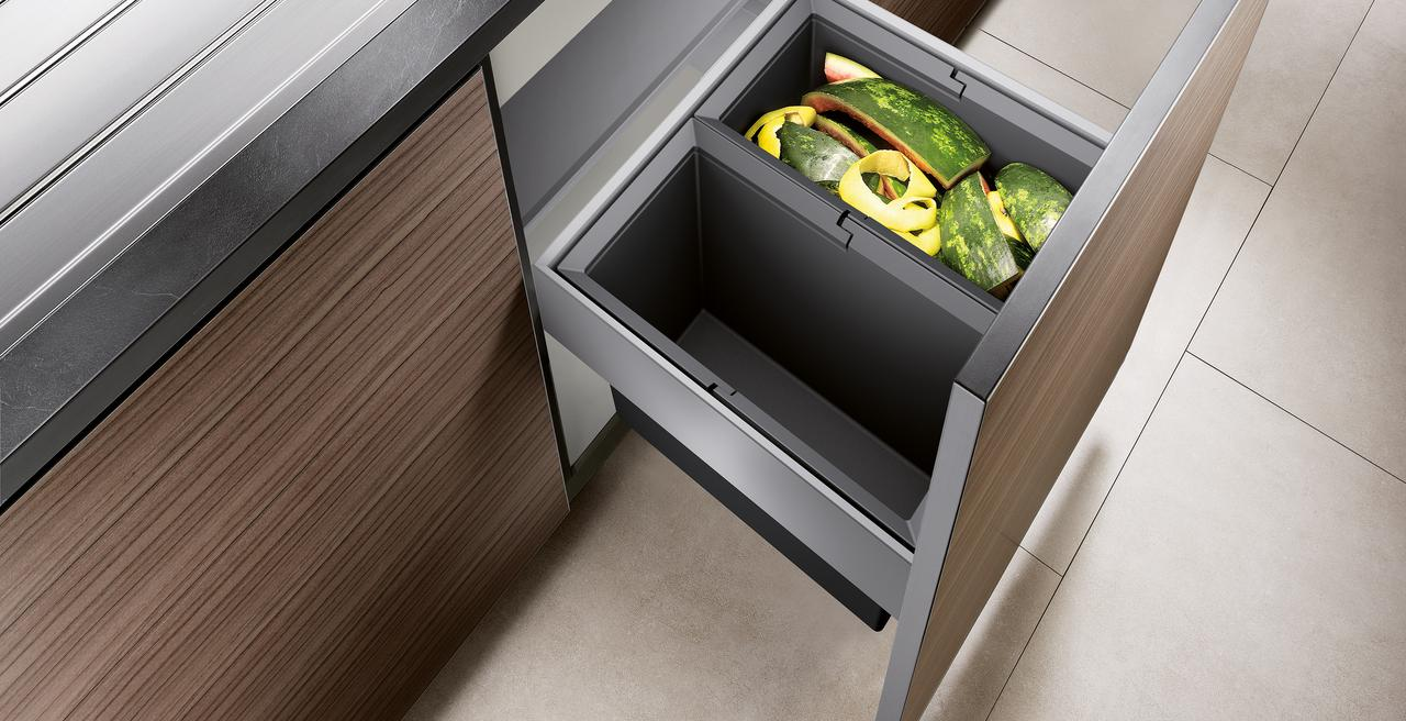 SELECT_wastesystem - optimal use of space: waste separation in the base cabinet