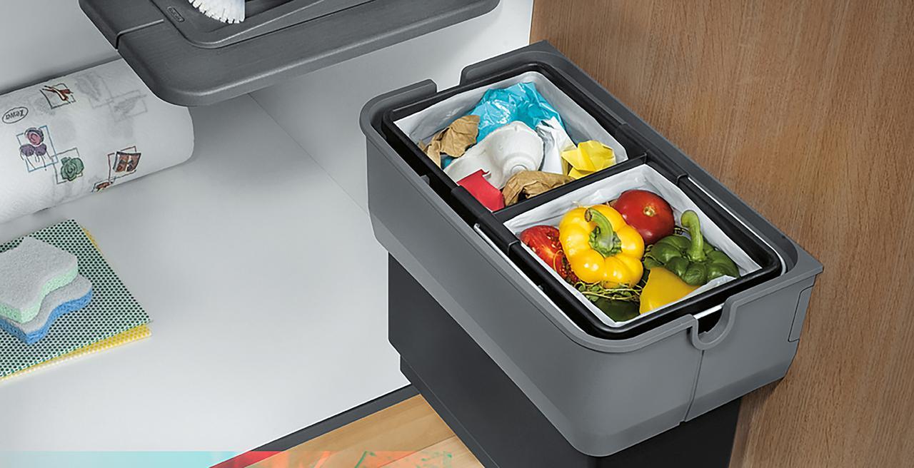SINGOLO_wastesystem - kompetenter Abfallsammler an der Schranktür