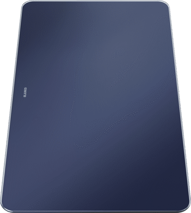 Glass cutting board in velvety matt night blue