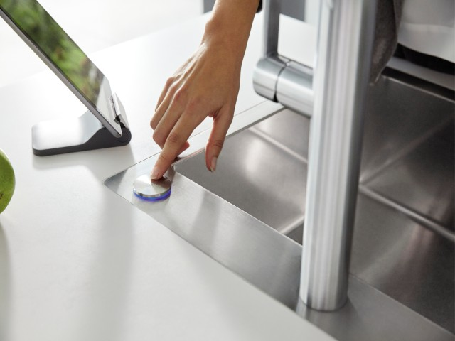Remote control for the sink, with a difference: Blanco SensorControl Blue