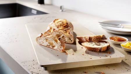 freshly cut bread on a cuttingboard