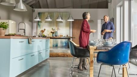 Retro-Küche in babyblau
