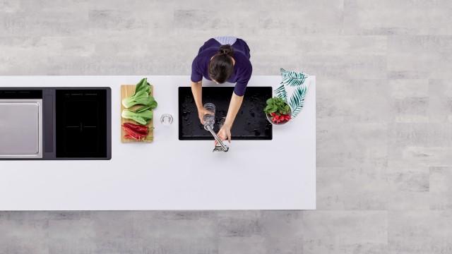 Spüle und Herd an zentralen Positionen optimieren Ihren Küchenalltag.