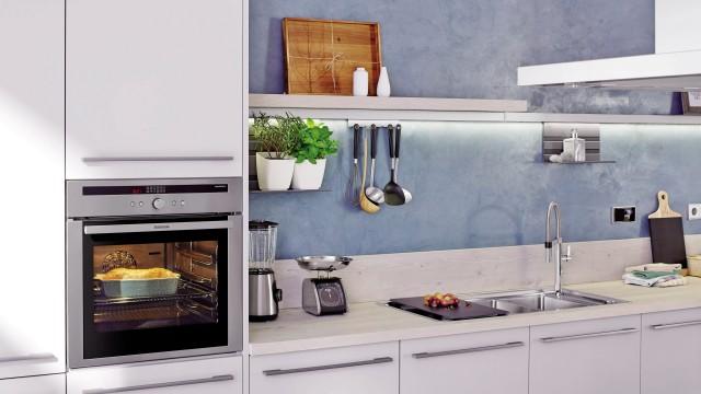 Platzsparend und dekorativ - platzieren Sie Ihre Kräuter oder Küchenhelfer oberhalb.