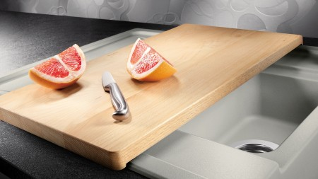 Utilisez de manière optimale votre espace évier avec des planches à découper pratiques.