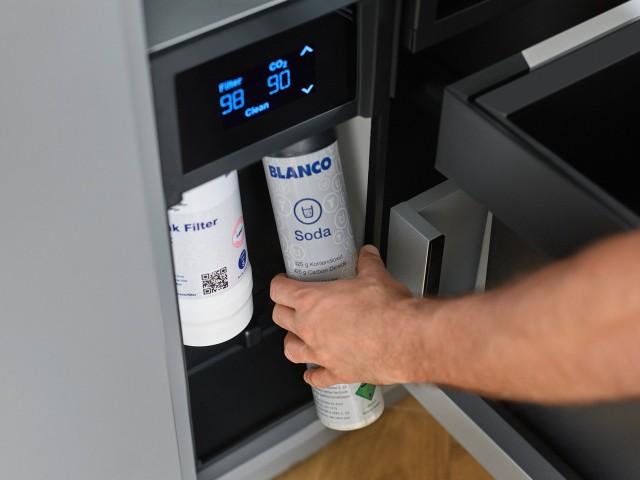 CO2-Zylinder der Armatur EVOL-S Pro wird ausgetauscht