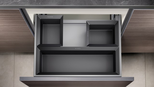 The organiser drawer allows you to separate out little household object more easily.