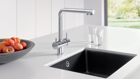 Undermount sinks can be integrated to perfection and make an attractive yet unobtrusive feature on your kitchen island