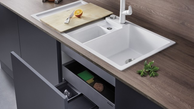 Short distances: BLANCO sinks combine a waste management system and extended worktops within a small space.