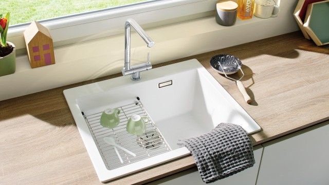 Mixer taps made of chrome or stainless steel make the best window-facing fittings.