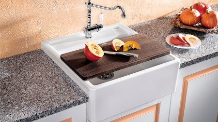 Placing the cutting board over the bowl transforms the sink into a worktop.