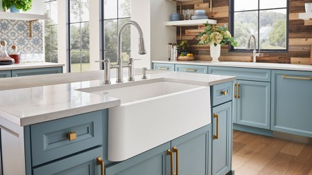 One thing is for certain: a modern farmhouse kitchen needs a modern farmhouse sink.