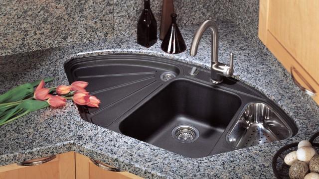 Les comptoirs en stratifié et en chêne pâle étaient populaires dans les cuisines des années 1990