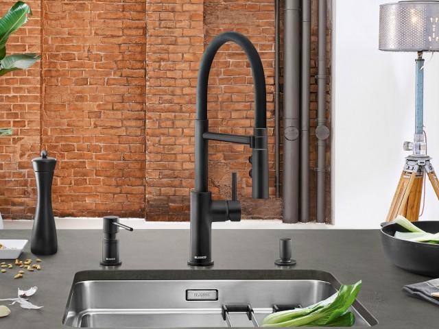 On trend: the new black matt colour for mixer taps like the Blanco Catris-S Flexo