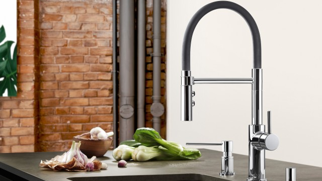 Blanco-Catris Flexo in chrome, with the matching Lato soap dispenser and chrome pop-up