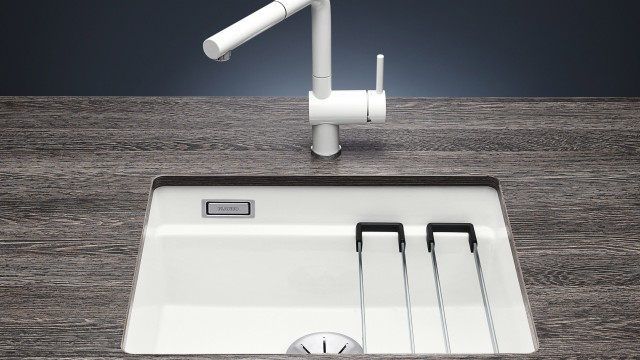 Single-bowl sinks are all the rage: two attractive versions also now come in ceramic PuraPlus