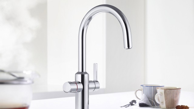 The convenient 3-in-1 system dispenses hot water at almost 100°C in an instant