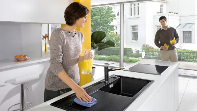Correct schoongemaakte spoeltafels