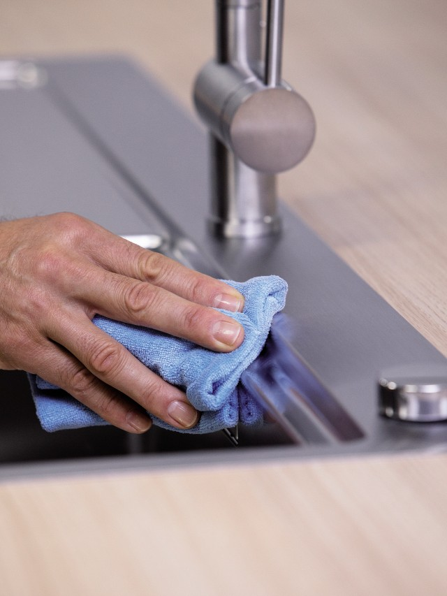 Microfibre cloth for cleaning mixer taps
