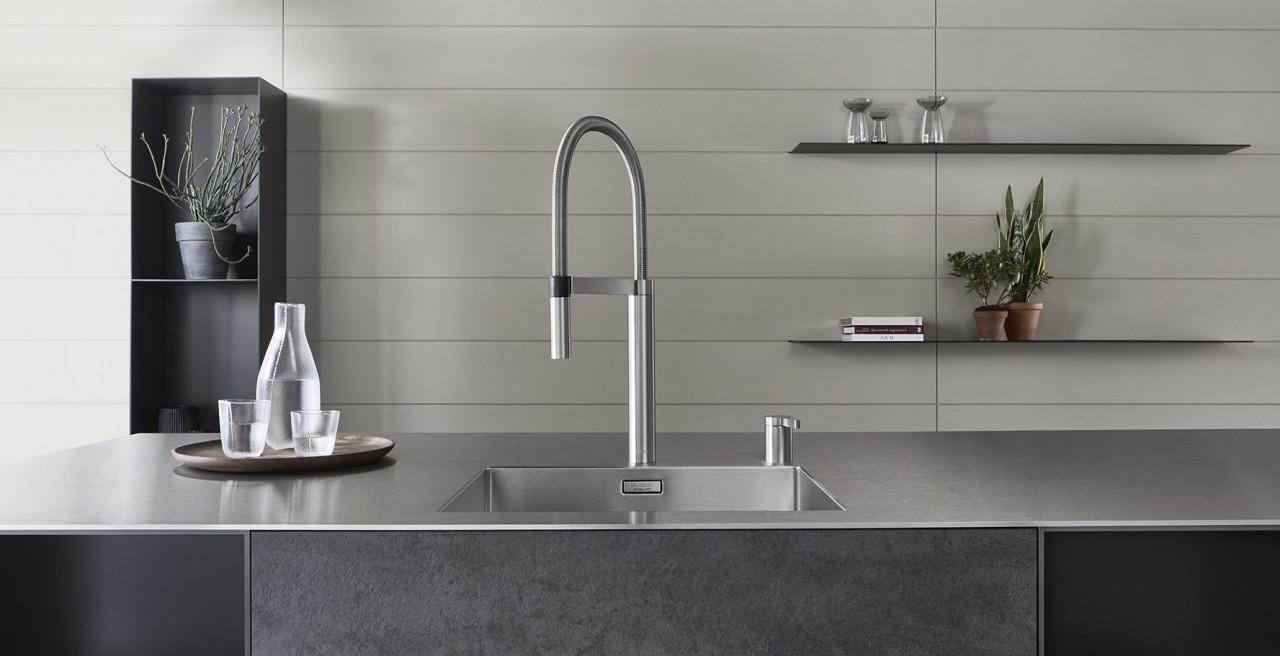 STEELART SolidEdge Arbeitsplatte mit der Küchenarmatur BLANCOCULINA-S Duo