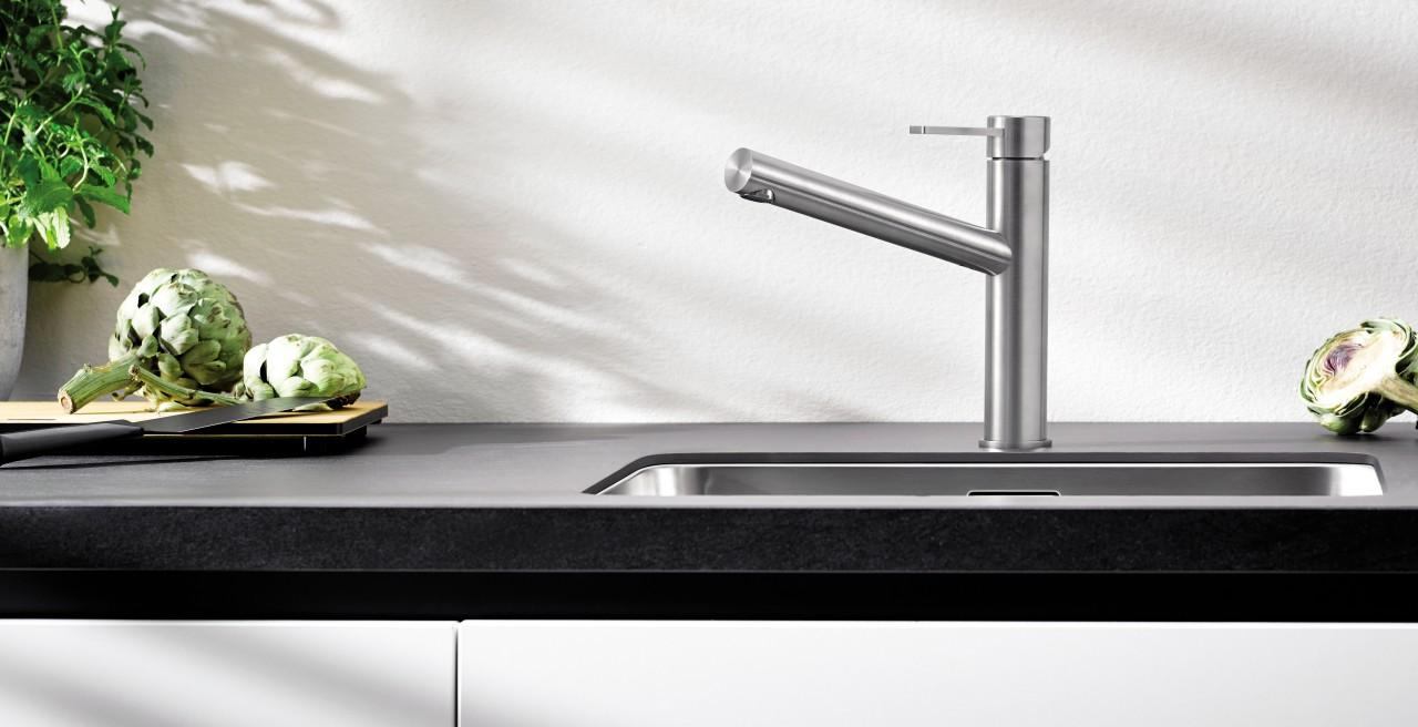 Das Design von BLANCO AMBIS überzeugt durch zeitlose Symmetrie und klare Linienführung.