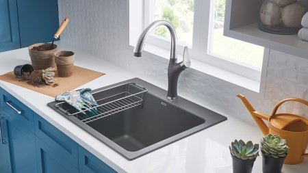 Colour-coordinated ARTONA kitchen faucet in the Laundry Room