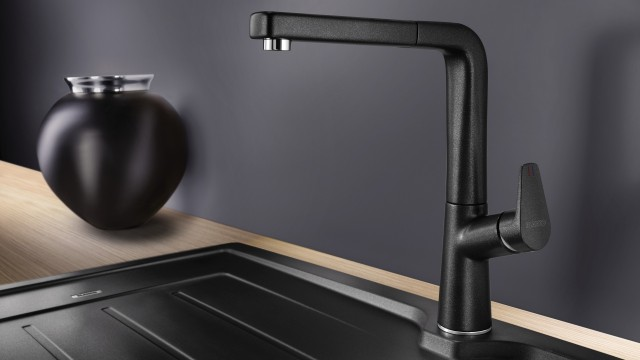 As a single-lever mixer tap, it offers impressive functionality.