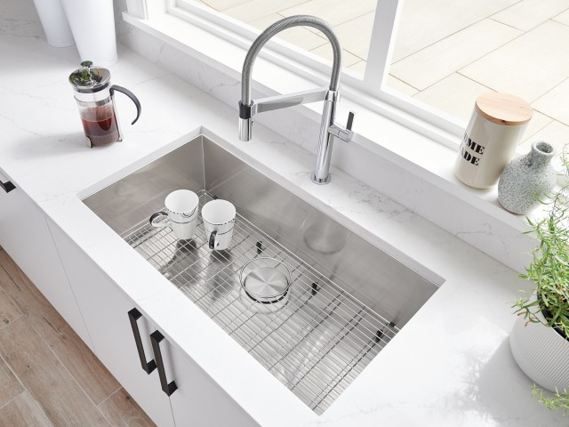 QUATRUS U Super Single Kitchen Sink in Stainless Steel