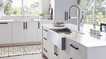 Quatrus R15 Ergon Farmhouse Kitchen Sink with Culina Mini Kitchen Faucet and Ash Cutting Board