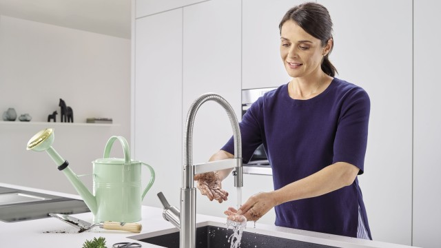 SOLENTA Senso Touchless Kitchen Faucet