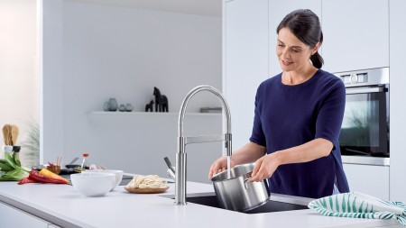 Solenta SENSO ktichen faucet - Hands-free technology in action
