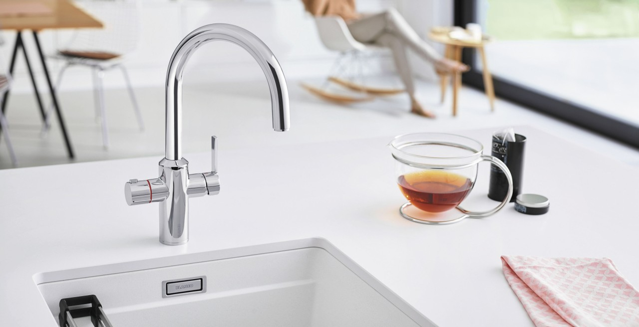 Make tea with hot water directly from the mixer tap – BLANCO TAMPERA Hot is the solution you need.