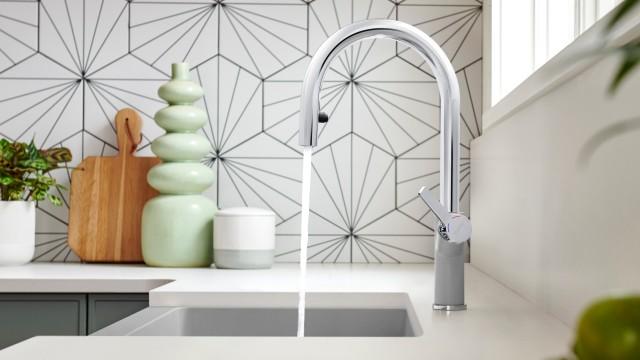 URBENA 1.5 GPM Kitchen Faucet in concrete gray
