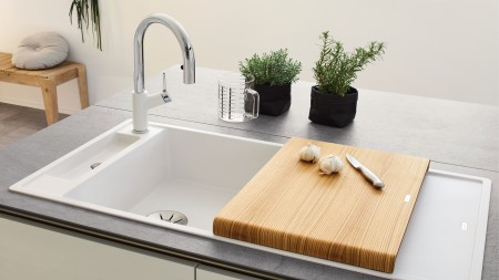 BLANCO AXIA in a minimalistic kitchen