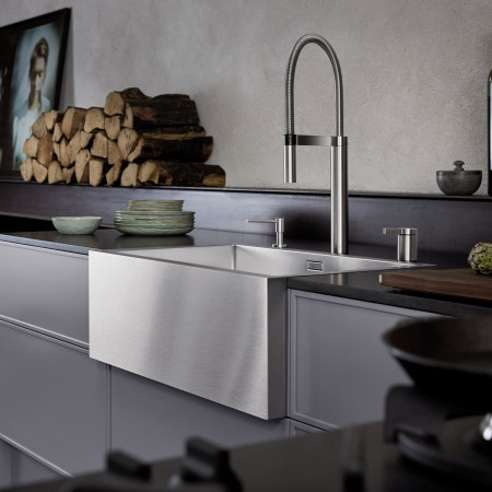 Inspired by farmhouse-style sinks