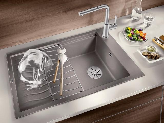 Erweiterbare Abtropfflächen eignen sich bei weniger Platz in der Küche.