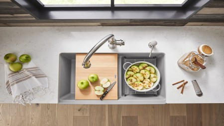 IKON Farmhouse Kitchen Sink and Beech Cutting Board