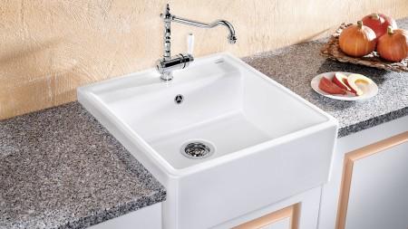 farmhouse-style sink design,