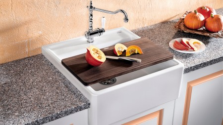 farmhouse-style sink design,
