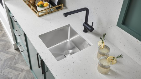 Quatrus R15 bar sink in stainless steel with Linus kitchen faucet in anthracite