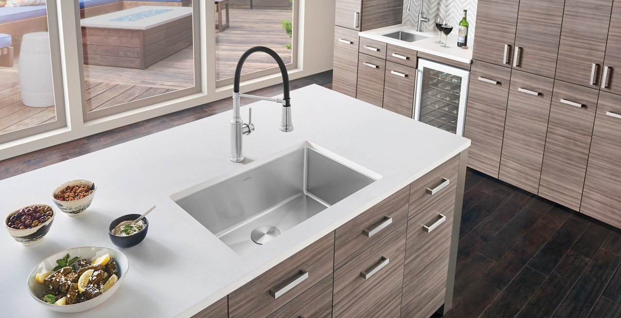 Quatrus R15 U Super Single with Empressa Semi Pro Kitchen Faucet in Stainless Steel