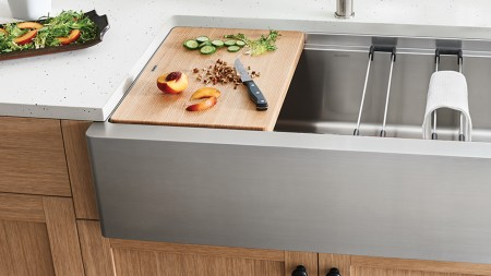 Quatrus Sinks feature ergonomic details