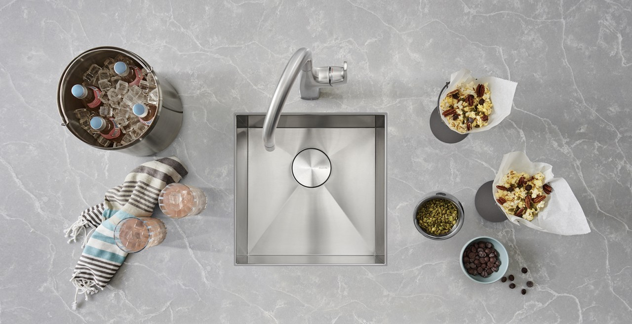 Quatrus bar sink in stainless steel with Rivana bar faucet in PVD steel