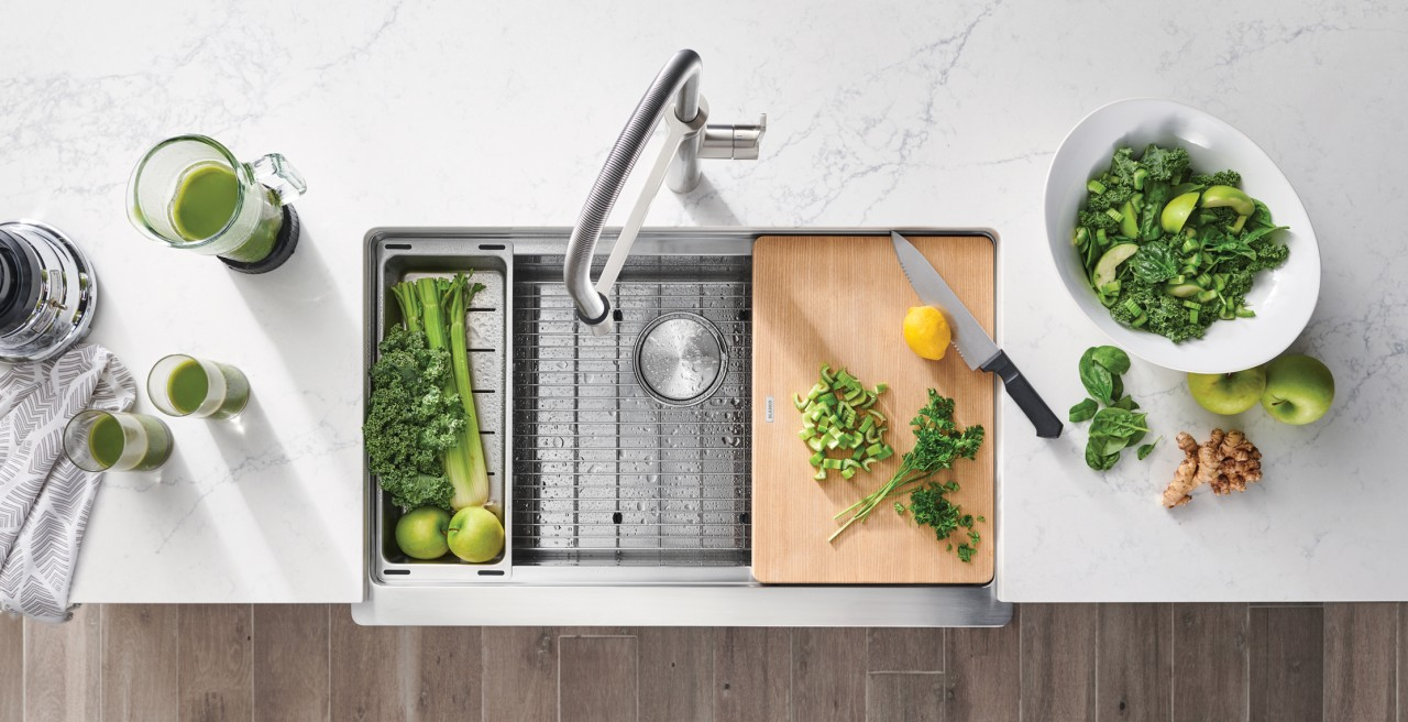 Incerease ergonomics in the kitchen with a QUATRUS farmhouse sink